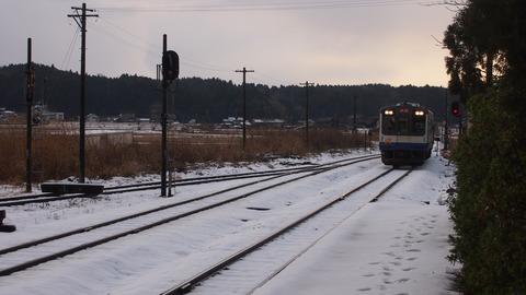 能登中島駅に入ってくる列車