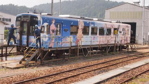 27洗車中の花咲くいろは列車