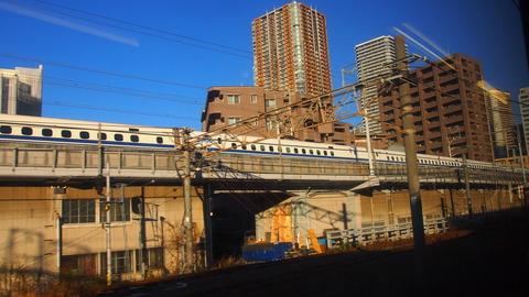 11新幹線とビル群