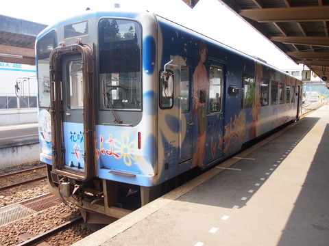 01花咲くいろは列車(穴水駅)