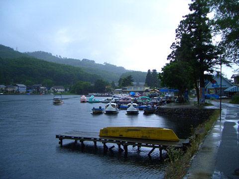 雨の木崎湖1
