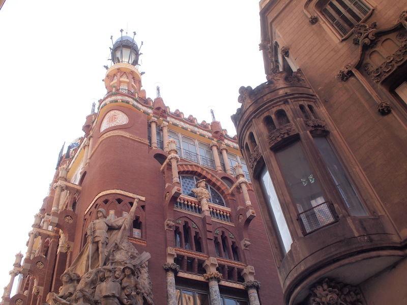 カタルーニャ文化を感じる、バル...