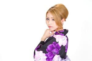 N853_ushirowohurikaeruyukatanojyosei_TP_V