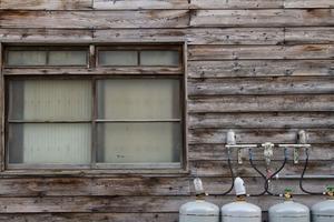 誰も3ヶ月以上住み続けたことがないと言われる典型的な幽霊屋敷に住んだ時の話。