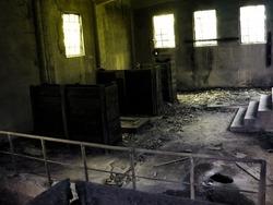 地下に会議室があるのは知っていたが、滅多に使われることはなく  俺たちもその日初めて足を踏み入れた。
