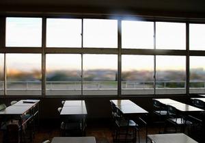 5時間目の授業中、一人の男の子の同級生が突然泣き出した。