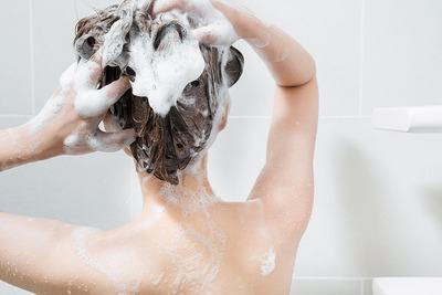 風呂で髪を洗っていると・・・あれ?自分、こんなに髪が長かったっけ?え?