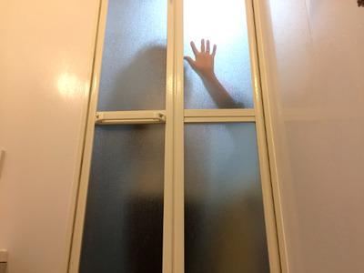 不思議な話  、家に一人の時に風呂入ってたら家のドアが開く音がして「ただいまー」って声が聞こえてきた。