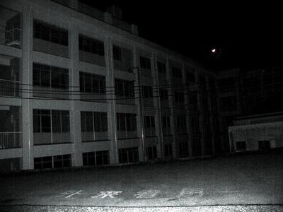 怖い話 実話  夜の学校で出会ったもの