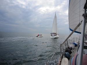 仲間の船とクルーズ