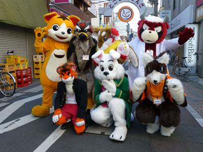 参加キャラ大集合。後列左から銀ちゃん、サスケ、イオス、獣兵衛、前列左から朝菜、ロジャー、ライライ