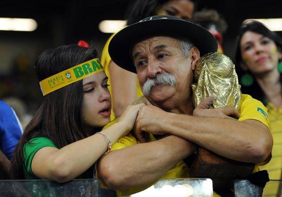 ブラジル惨敗でサポーターの表情が「悲しすぎる」に関連した画像-03