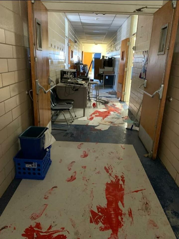アメリカ 中学校 侵入に関連した画像-04