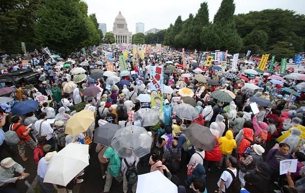 安保法案反対の国会前デモに関連した画像-03