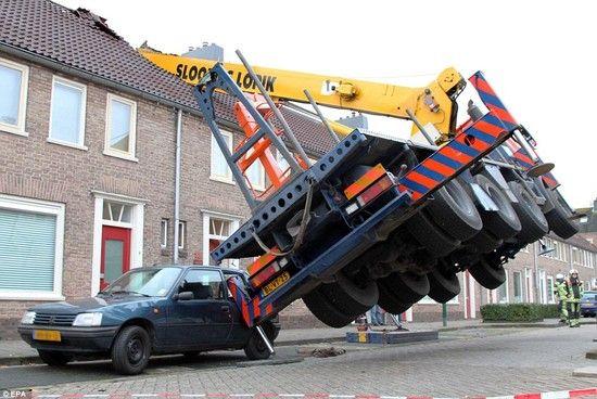 オランダ:プロポーズ中にクレーンが転倒に関連した画像-03