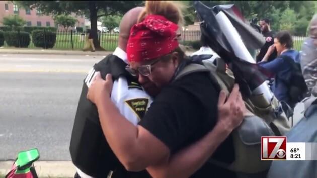 アメリカ 抗議 デモ 警察 ファイエットビルに関連した画像-07