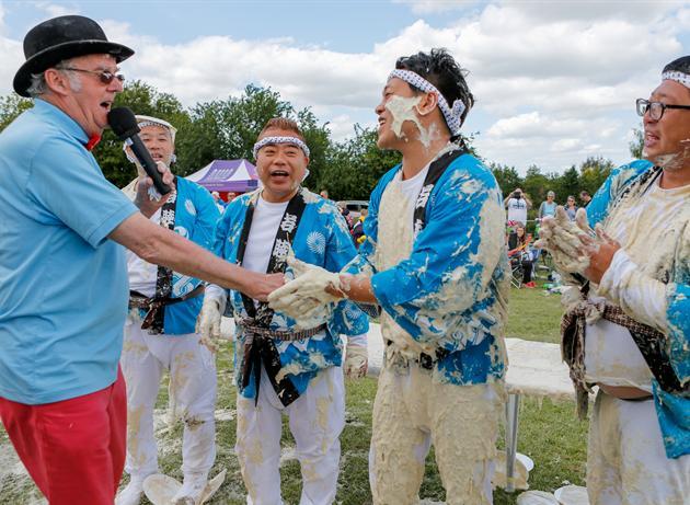 イッテQチーム、イギリス「パイ投げ祭り」でまさかの優勝に関連した画像-06