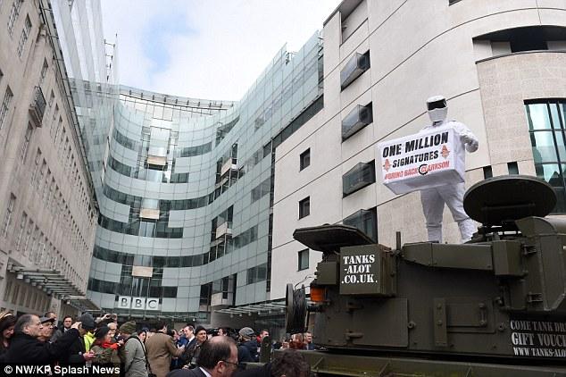 戦車出動!スティッグが嘆願書をBBCへ提出に関連した画像-04