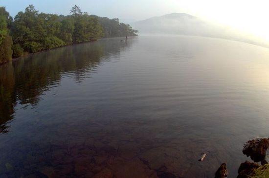 ウィンダミア湖で撮られた「ネッシー」のような生物に関連した画像-02