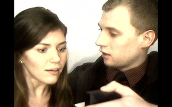 証明写真機のブース内で彼女にプロポーズに関連した画像-03