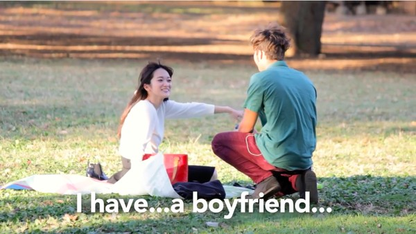東京で知らない女性に片っ端からプロポーズしまくった外国人に関連した画像-06