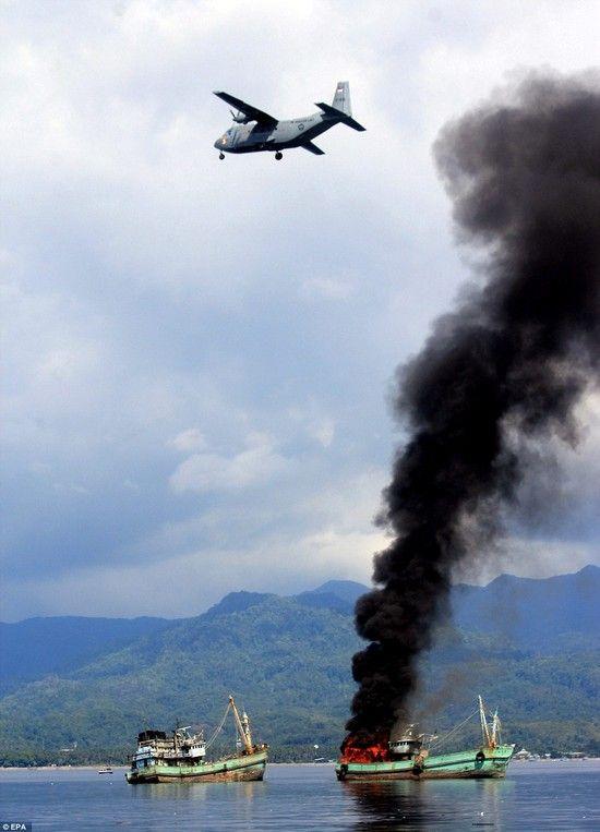 密漁船をコナゴナに爆破に関連した画像-03