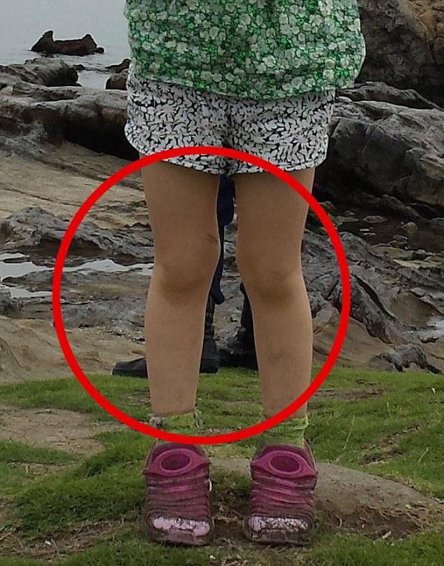 女の子の背後に日本のサムライが写り込むに関連した画像-02