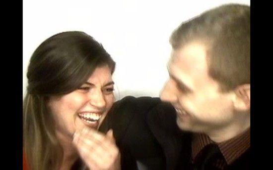 証明写真機のブース内で彼女にプロポーズに関連した画像-04
