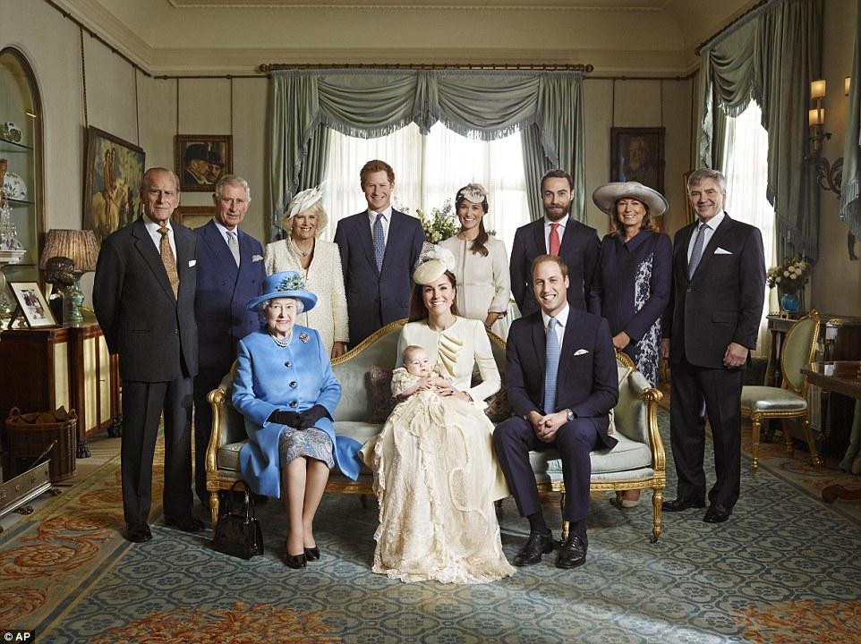 シャーロット王女にキスをする兄ジョージ王子に関連した画像-06