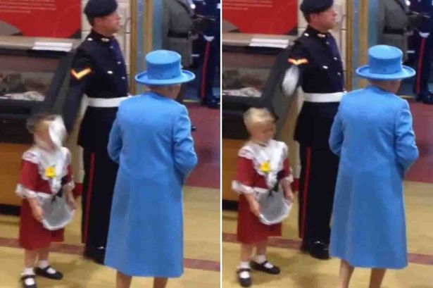 エリザベス女王に敬礼した衛兵の手が女の子の頭を直撃に関連した画像-03