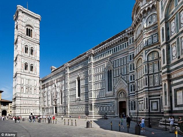 日本人観光客がフィレンツェ大聖堂に落書きに関連した画像-03