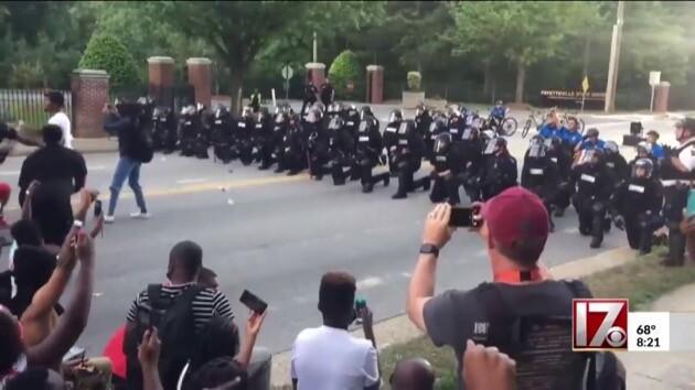 アメリカ 抗議 デモ 警察 ファイエットビルに関連した画像-01