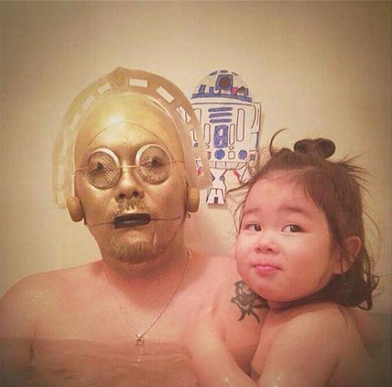 風呂をコスプレショーの場に変えた日本人父娘に関連した画像-03