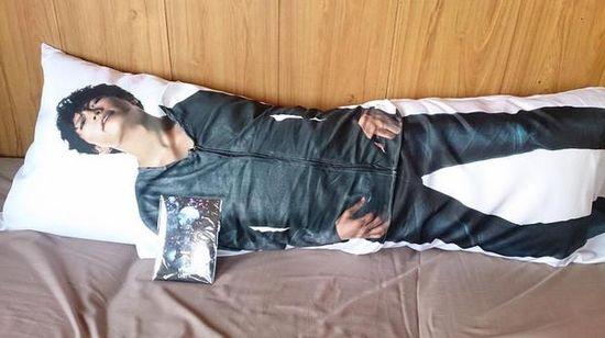 GACKTさんの抱き枕に関連した画像-02