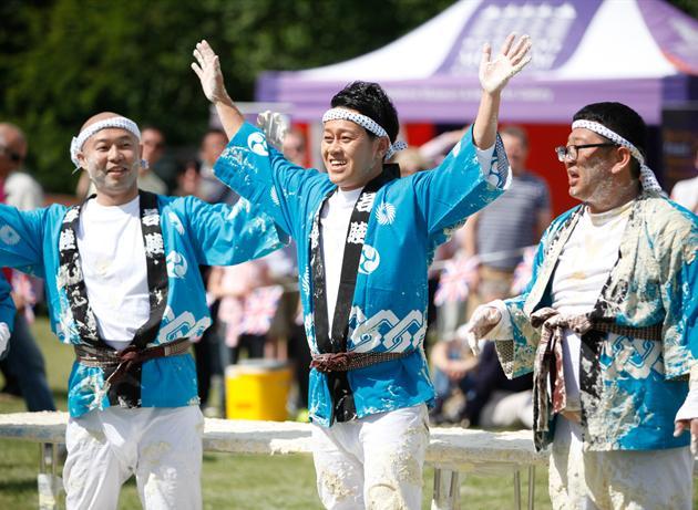 イッテQチーム、イギリス「パイ投げ祭り」でまさかの優勝に関連した画像-07