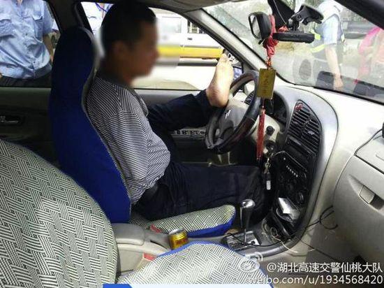 足を使って運転に関連した画像-02