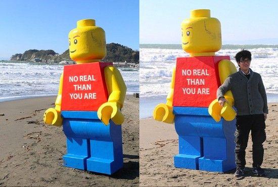 巨大なレゴ人形に関連した画像-03