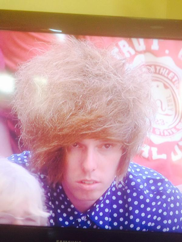 ウィンブルドン観戦中の男性の髪型が完全に「鳥の巣」に関連した画像-03