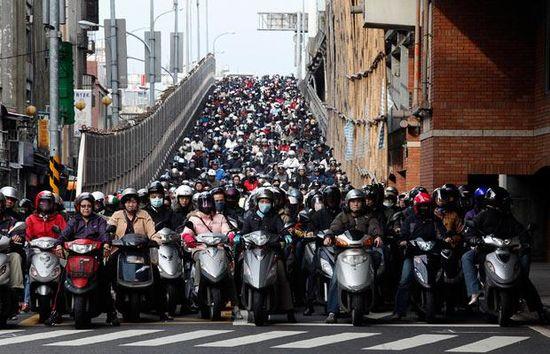 台湾の通勤ラッシュに関連した画像-01