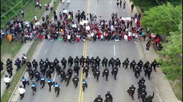 アメリカ 抗議 デモ 警察 ファイエットビルに関連した画像-04