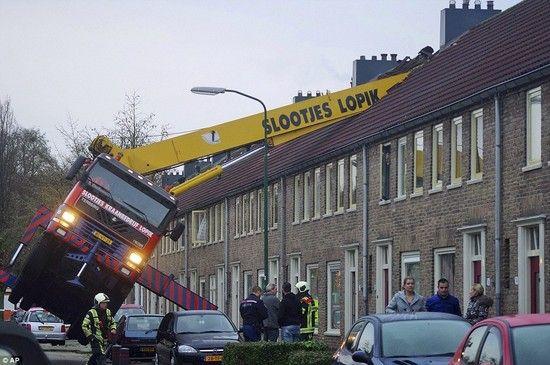オランダ:プロポーズ中にクレーンが転倒に関連した画像-02