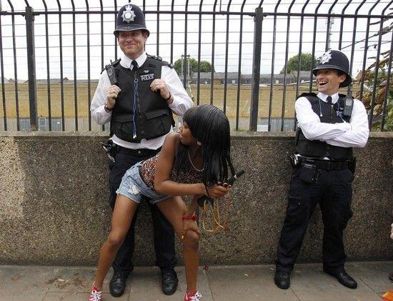 イギリスの治安を守る警察官たちの勇姿に関連した画像-04