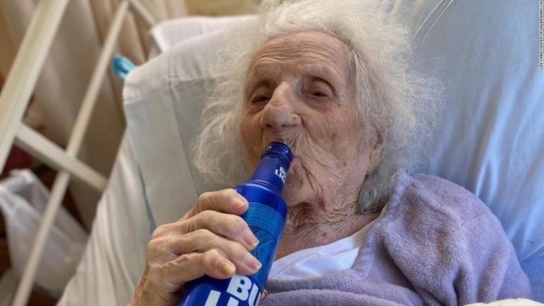 アメリカ コロナ 老人 ビールに関連した画像-01