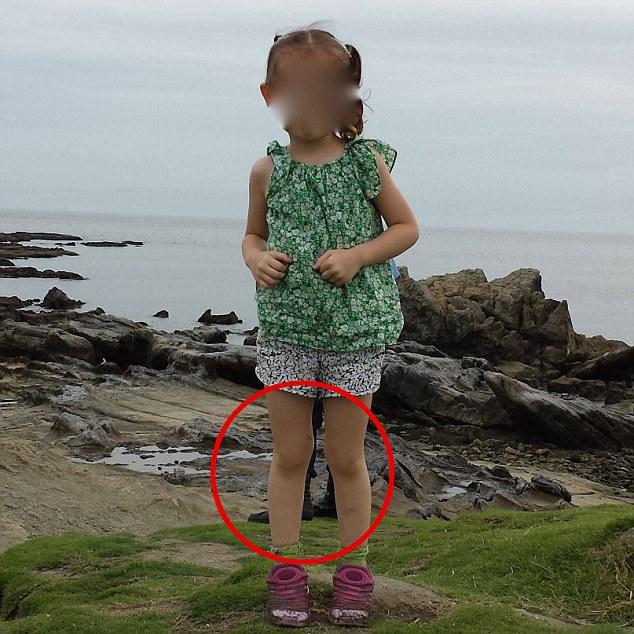 女の子の背後に日本のサムライが写り込むに関連した画像-01