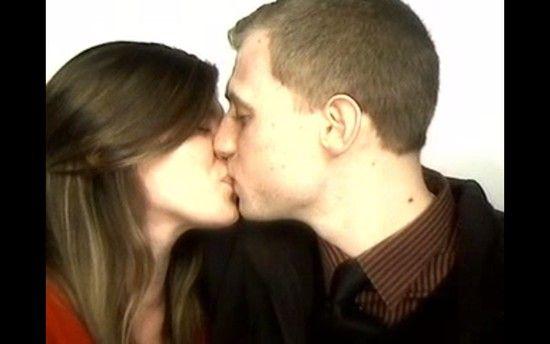 証明写真機のブース内で彼女にプロポーズに関連した画像-05