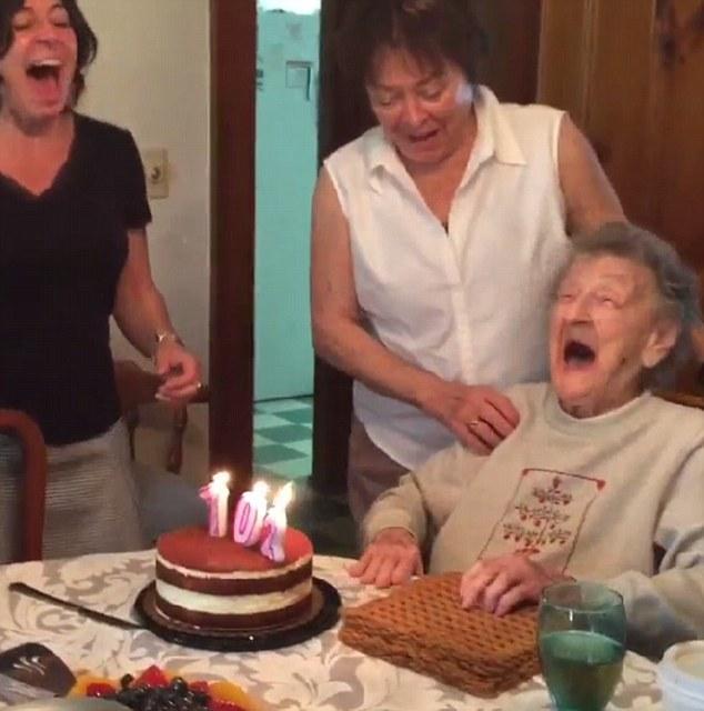 102歳の誕生日に関連した画像-04