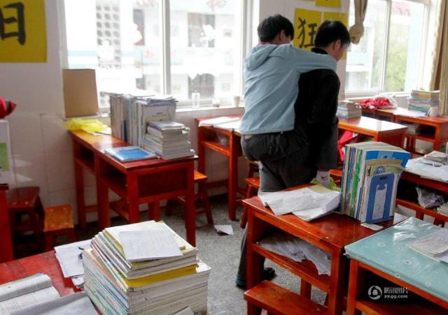 障害を持つ同級生を背負い続けてきた中国人に関連した画像-05
