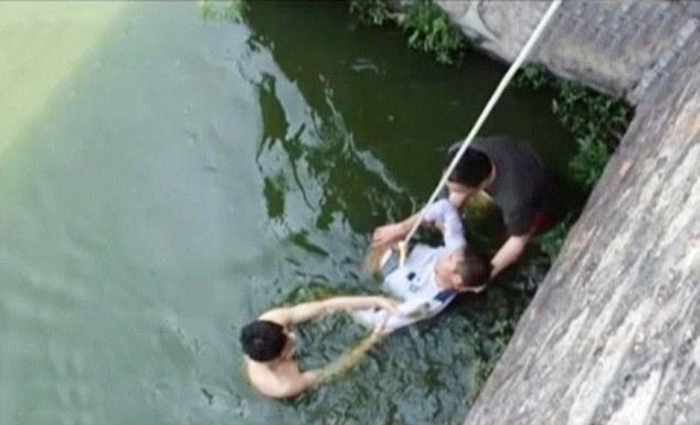 花嫁がブサイクすぎて絶望した新郎、湖で投身自殺を図るに関連した画像-03