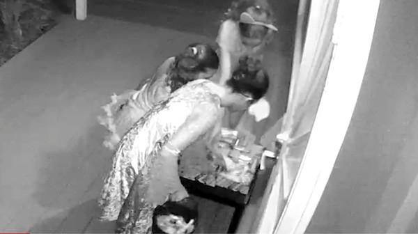 玄関先にハロウィンのお菓子を置いてみた→ババアが根こそぎかっぱらうに関連した画像-02