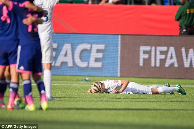 痛恨のオウンゴールで泣き崩れるイングランド選手に関連した画像-05